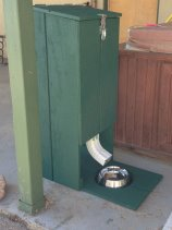 Automatic Cat Smal Pet Feeder Wall Mount Installation